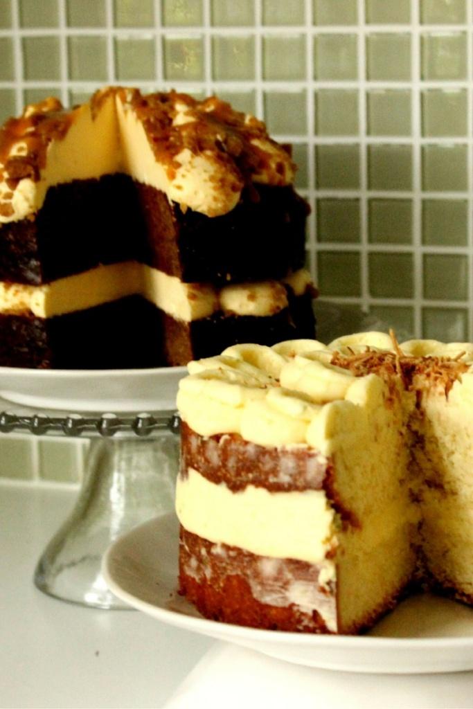 Dello Mano Cakes
