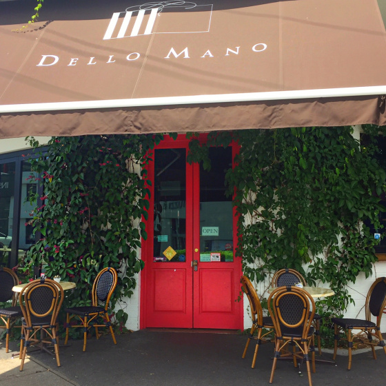 Front of the Dello Mano Brownie Store