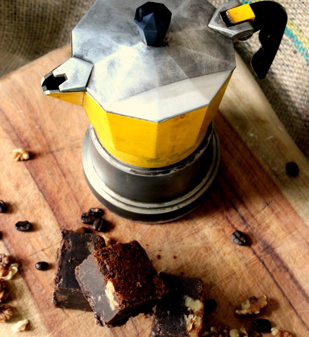 BROWNIE ESPRESSO WALNUT WITH COFFEE YELLOW